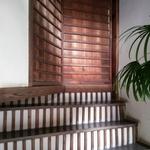 「明かり取り階段」