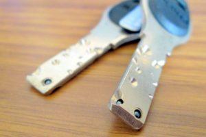 写真から自宅の鍵がコピーされる